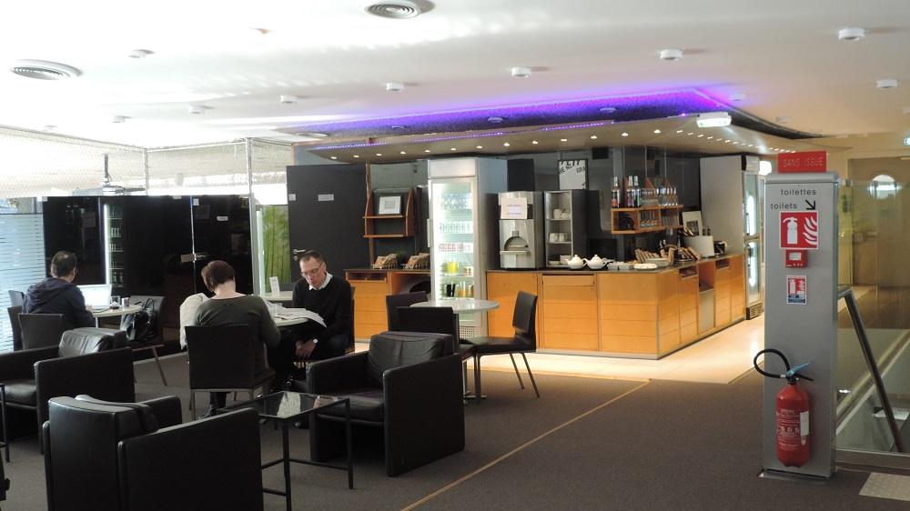 The filipino traveler review sheltair lounge terminal for Salon qatar cdg