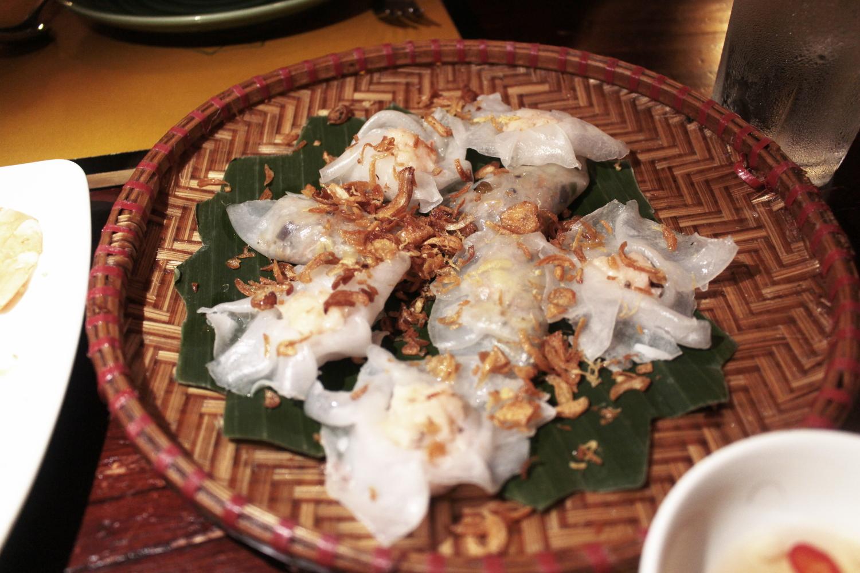 Rosa blanca en un restaurante de Hoi An