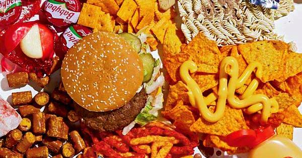 10 Dangerous Effects of Eating in Fast Food Restaurants