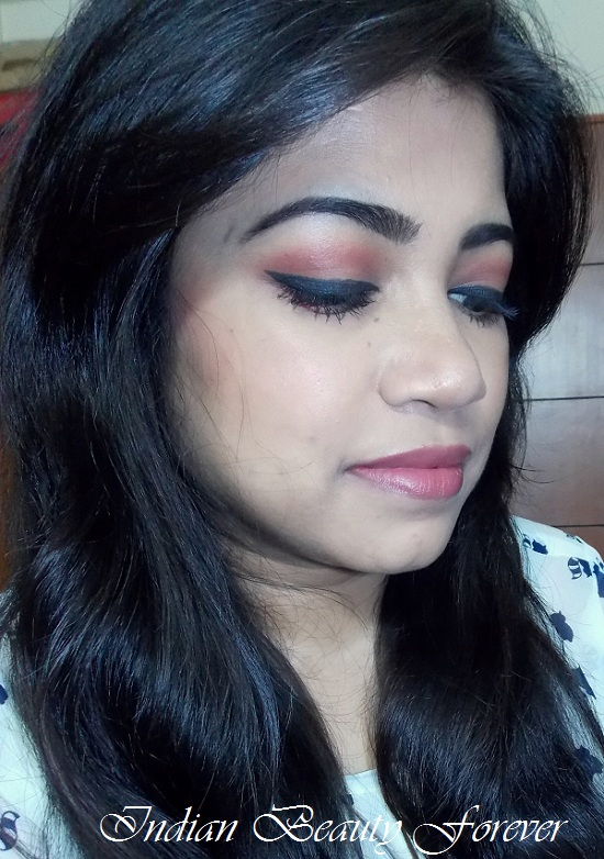 Thick eyeliner with Peachy brown lips Makeup look