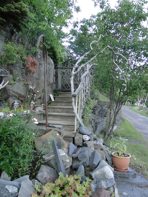 A garden with wooden steps