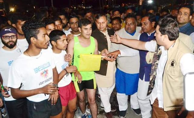 Congress leader Lakhan Kumar Singla and Vijay Pratap show green fitted marathon