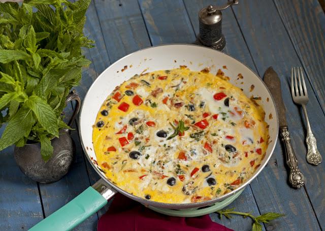 Omlet z paprykąi oliwkami
