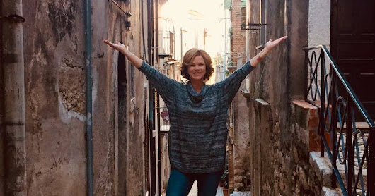 Entrepreneurs & Expats in Italy: Making the Move as a Single Woman in her 50's | Dogs, Dating & Renovating!