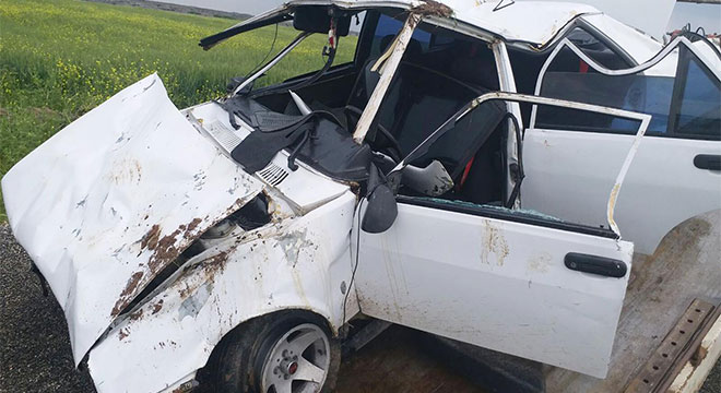 Çınar Belitaş'ta otomobil takla attı: 2 yaralı