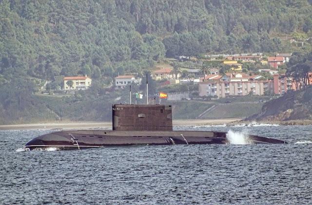 Submarino Kilo de la Armada de Argelia retoma su viaje luego de la tormenta