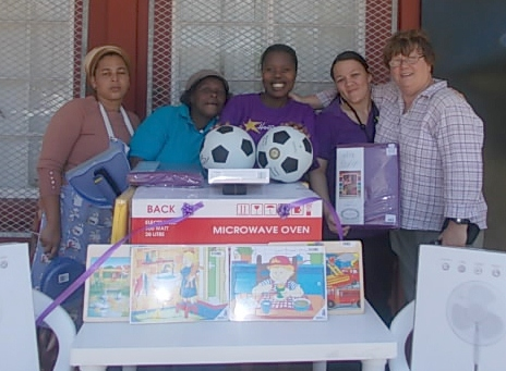 Hollywoodbets Mandarin Inn team with the Khaya Cheshire Centre staff