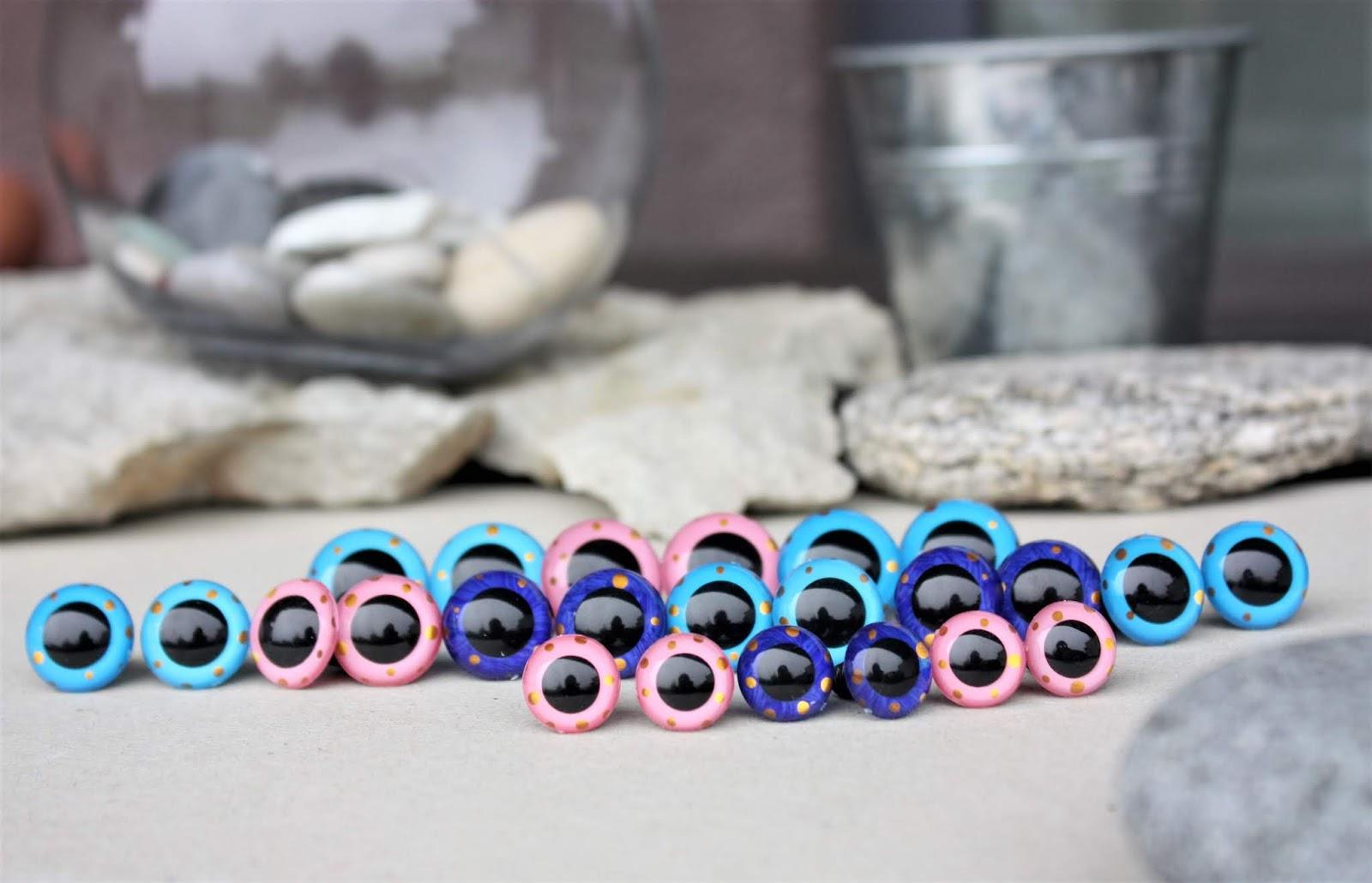Amigurumi Crochet Basics: Inserting safety eyes - YouTube | 1030x1600