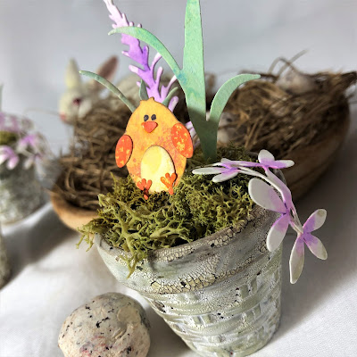 Sara Emily Barker https://sarascloset1.blogspot.com/2019/03/tiny-easter-table-decor.html Easter Table Decor Tim Holtz Sizzix Wildflower Stems Springtime Side-Order 2