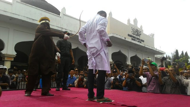 Gara - Gara Cabuli Pacar Dibawah Umur, Mahasiswa di Aceh ini Terancam Dicambuk 90 Kali!