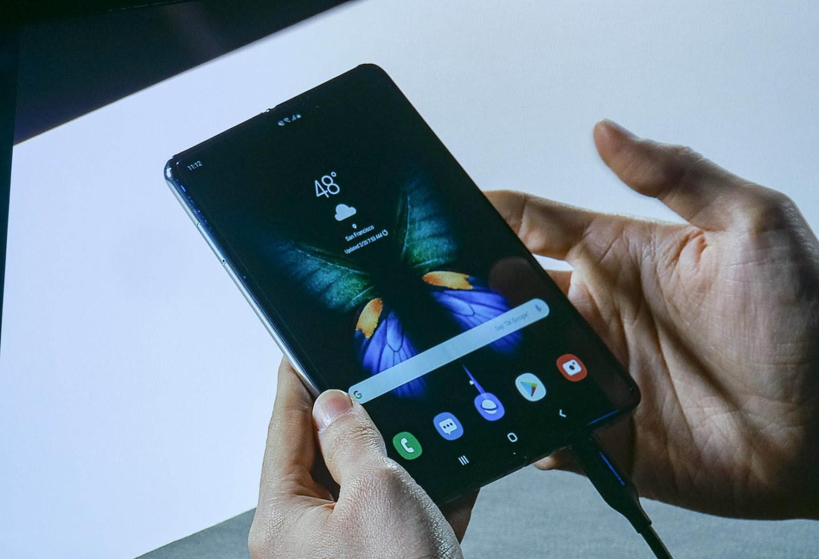 Có nên mua điện thoại màn hình gập không? zamoss