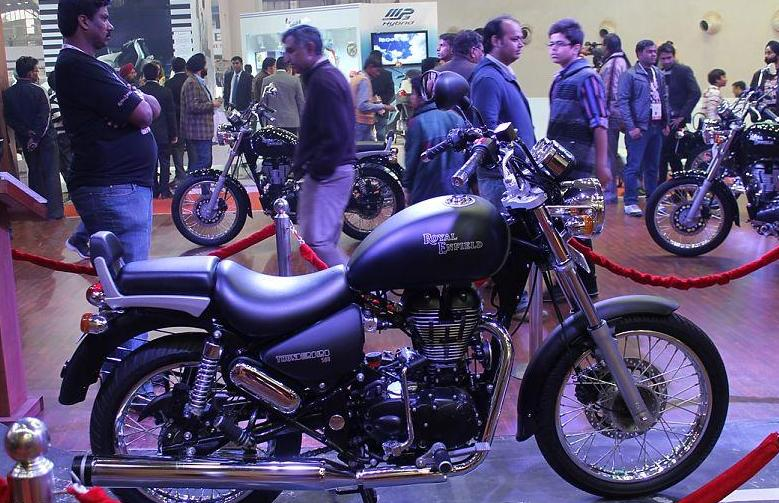 royal enfield unveils the thunderbird 500 at the 11th auto expo 2012
