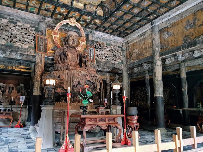 建長寺內的佛像