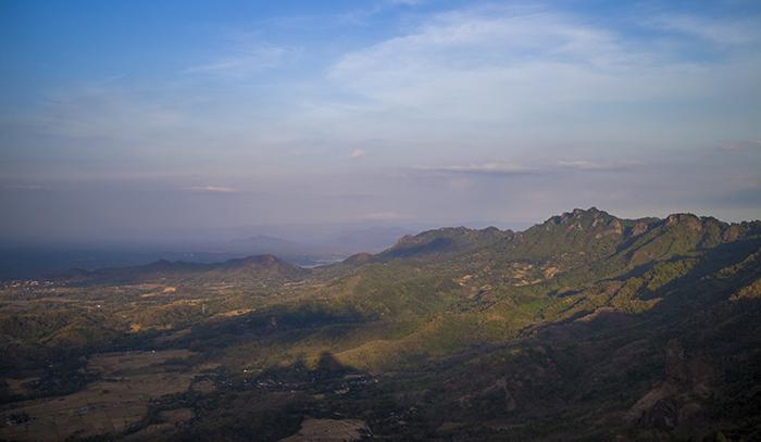 Sisi Timur dan Pegunungan Kabupaten Wonogiri yang Memanjang