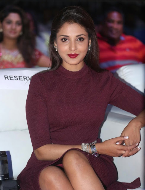 Madhu Shalini Showcasing Her Silky Smooth Sexy Legs At Telugu Film 'Oopiri' Audio Launch Event At Novotel Hotel in Hyderabad