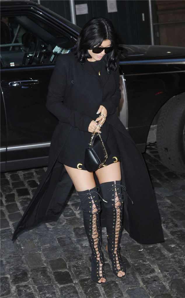 Paparazzi: Kylie Jenner And Kendall Out And About In Soho