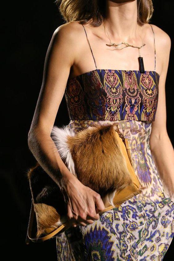 Moda: Malas e clutches com pelo e aplicações  tendência 2016