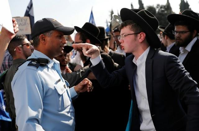 Judeus ultraortodoxos protestam contra o serviço militar em Israel