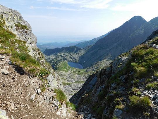 Długi Staw Gąsienicowy w Dolinie Zielonej Gąsienicowej - widok ze Świnickiej Przełęczy.