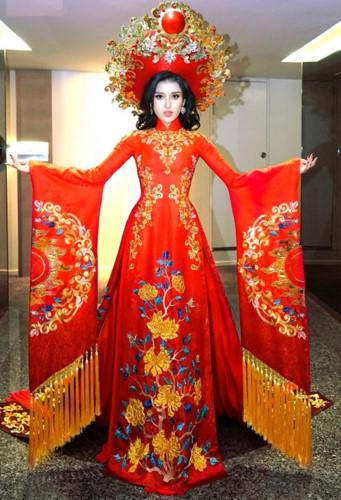 5d2e3205f48 Vietnam Queen  Miss Grand Vietnam 2017 Huyen My Tran Nguyen in her Ao Dai  Traditional National Costume for Miss Grand International 2017