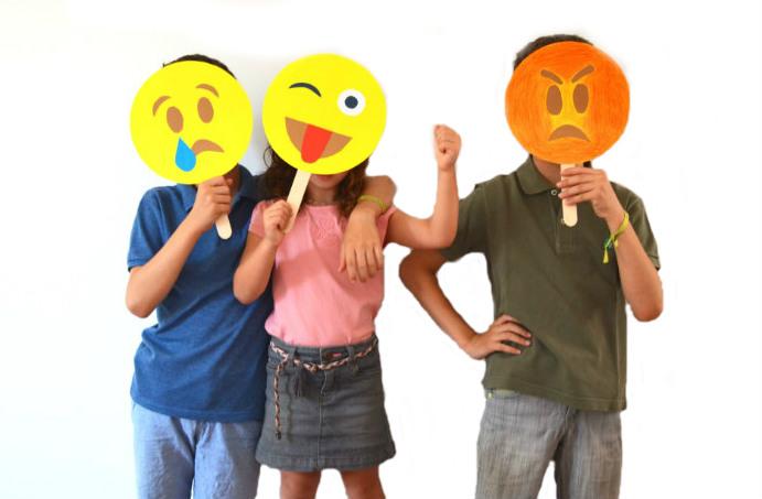 curso educacion emocional infantil con cuentos y juegos niños emoticonos