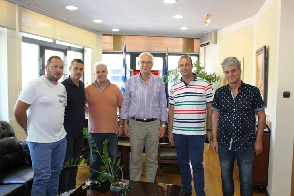 Η νέα διοίκηση της ΕΠΣ Λάρισας στον Δήμαρχο Λαρισαίων Απόστολο Καλογιάννη