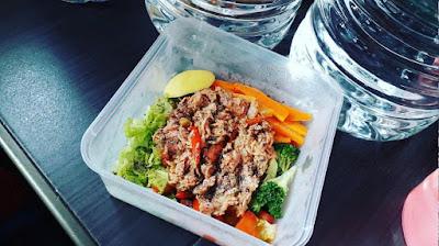 Menu diet, salad sayur, eatclean, carbo, karbohidrat, protein tuna, jumlah calories,