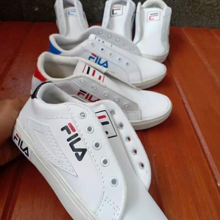 Sepatu Sneakers Wanita  Januari 2019 303ed3b07e