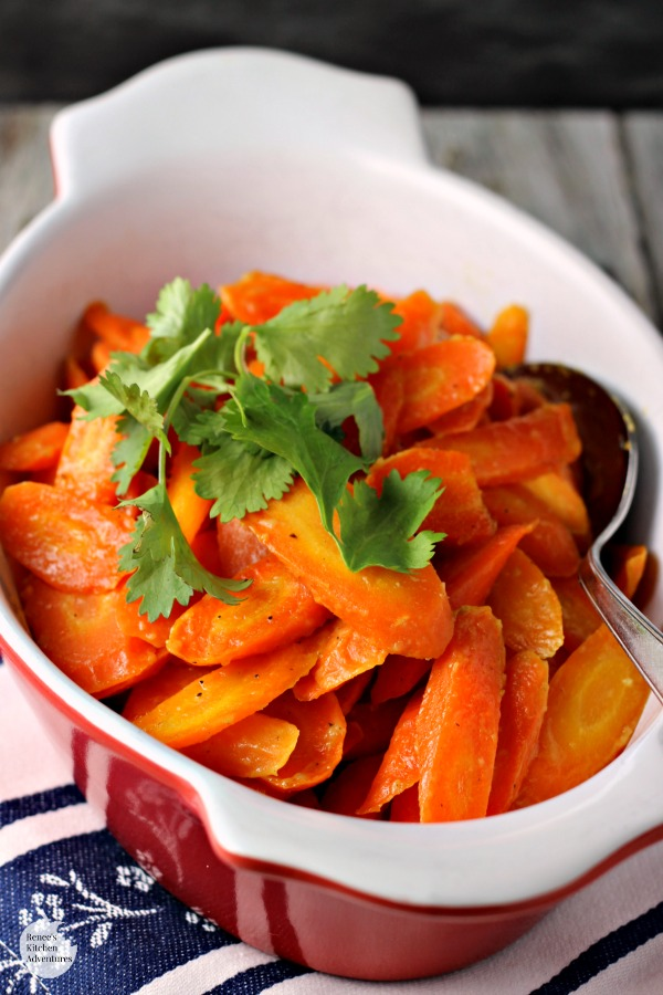 Honey Dijon Roasted Carrots | by Renee's Kitchen Adventures - easy vegetable side dish recipe for tasty carrots! #SundaySupper #RKArecipes #vegetarian