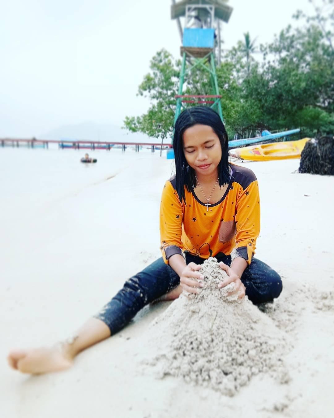 foto pantai klara main pasir
