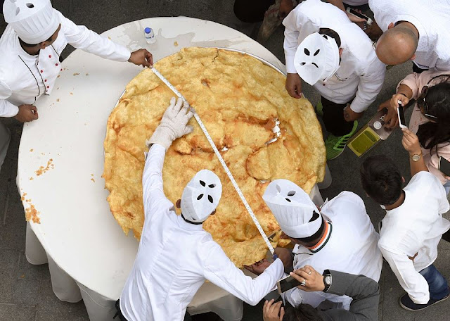 Indian chefs seek giant fried bread record