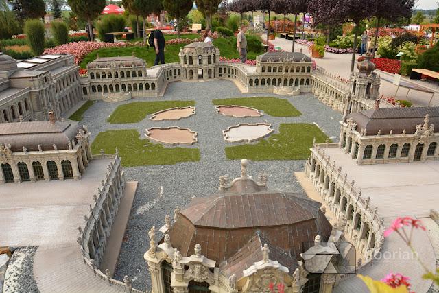 Park miniatur MiniEUROLAND w Kłodzku to kilkadziesiąt miniatur dolnośląskich zabytków oraz takie jak Fontanna di Trevi w Rzymie, Łuk triumfalny w Paryżu, Ratusz w Pradze, czy wspaniały kompleks pałacowy Zwinger w Dreźnie.