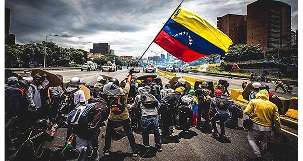 """¡RESALTANDO LA BASURA DEL OJO AJENO! Maduro pide a la Unión Europea que """"escuche la voz"""" de Cataluña"""