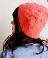 cappello riciclando un maglione vecchio
