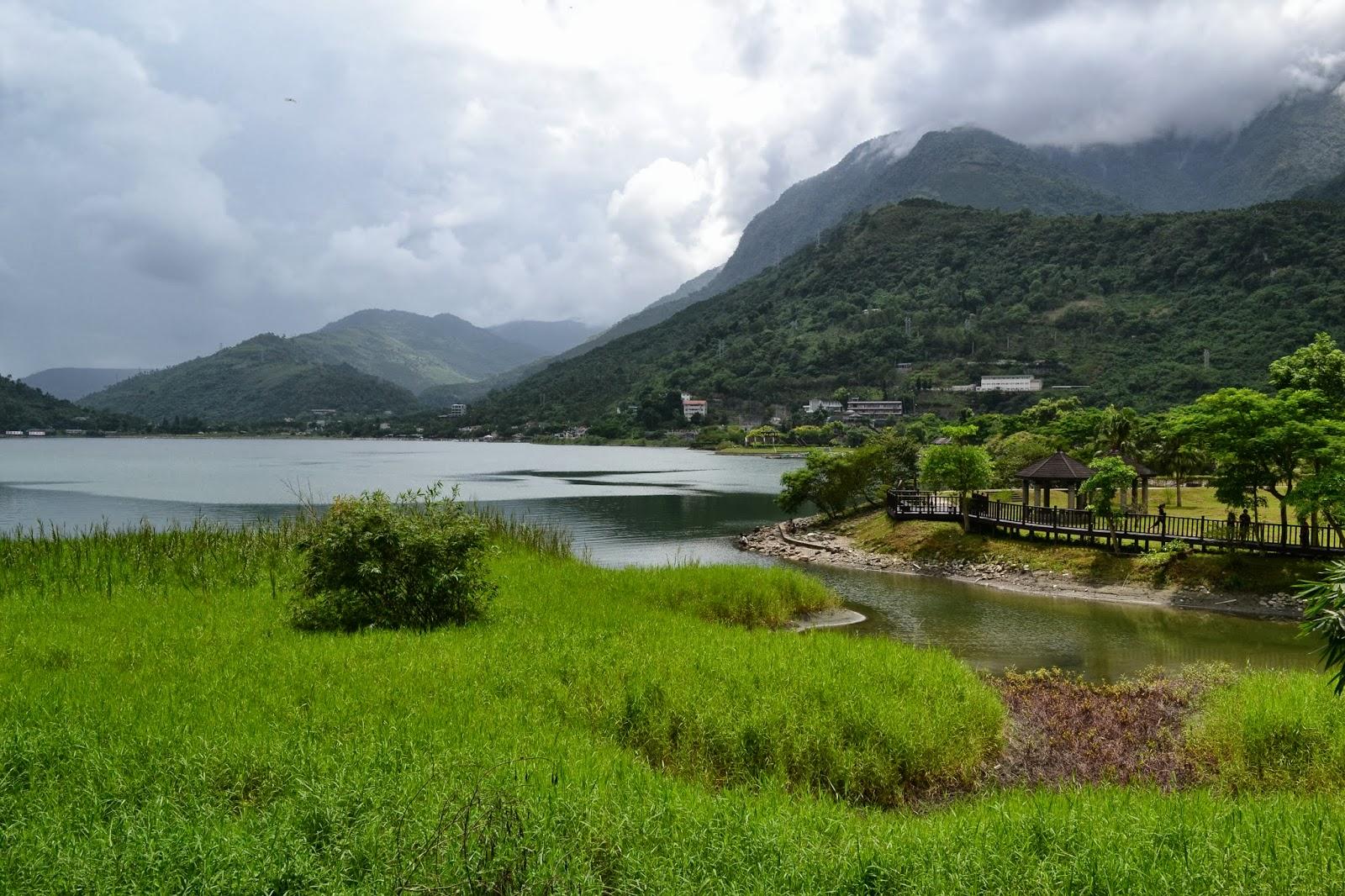 Nanda & Nathan The Travellers: Liyu Lake