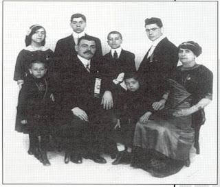 Stathopoulos family, Epi (epiphone)