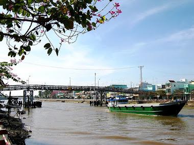 Bên sông Trà-Khúc
