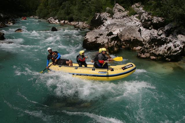 rafting en el río Soça. Bovec. Eslovenia www.caravaneros.com