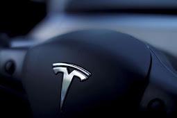 Elon Musk Gandeng Goldman Sachs Buat Tesla 'Go-Private'