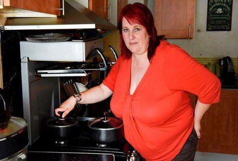 Εξομολόγηση - σοκ: «Το 19 κιλών στήθος μου παραλίγο να με σκοτώσει!» (PHOTOS)
