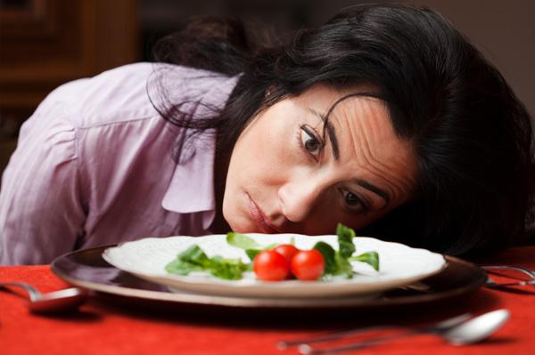 Ăn kiêng quá mức không phải là cách giảm cân an toàn cho mẹ sau sinh