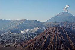 Gunung Semeru dan Bromo di Jawa Timur. (gambar) wisataarea.com