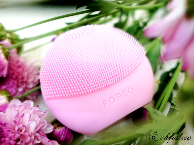 LUNA play plus facial brush close look