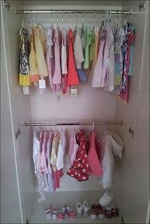 الملابس الوردية التى قامت الام بشرائها