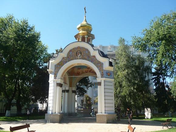 Київ. Михайлівський Золотоверхий монастир. Фонтан