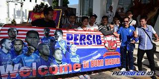 Suporter Madura United Sambut Hangat Pemain Persib Bandung