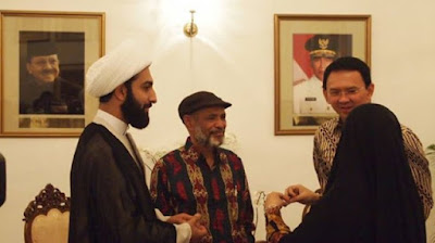 http://ligaemas.blogspot.com/2017/02/tawarkan-diri-bela-ahok-pemimpin-muslim.html