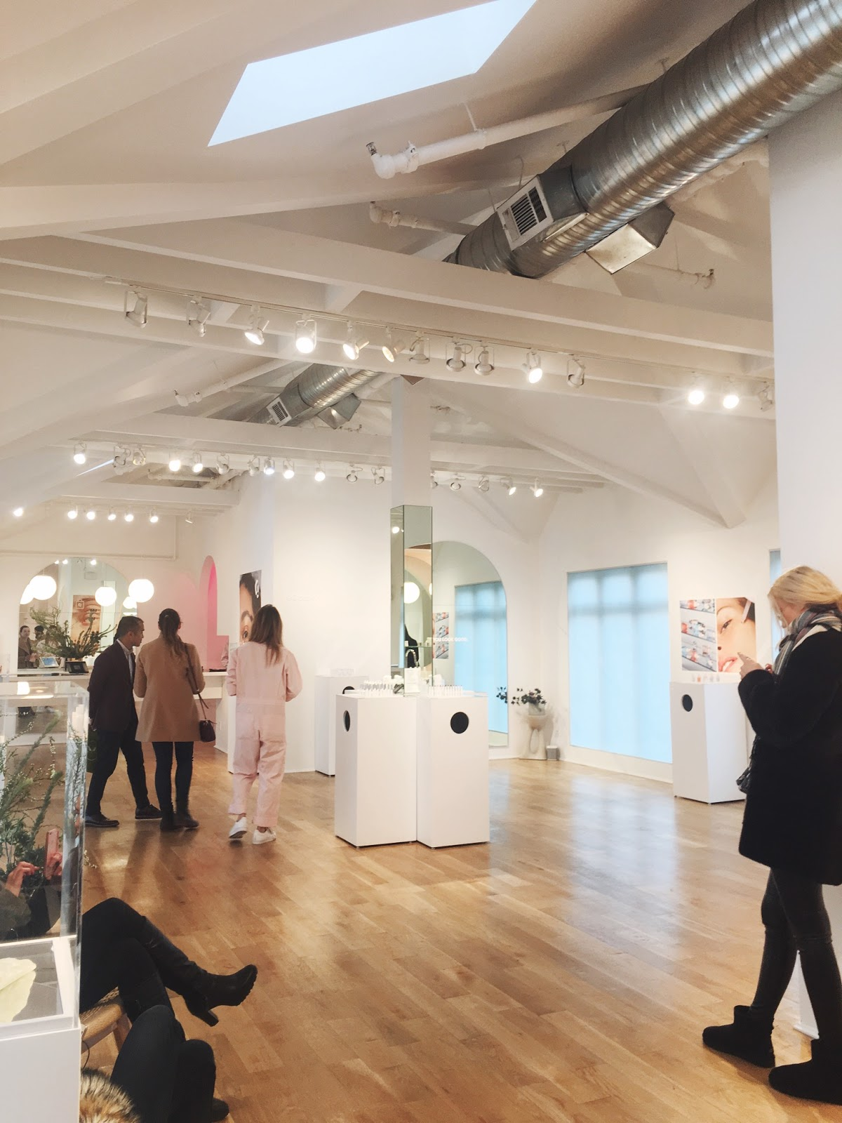 glossier nyc showroom, glossier showroom, glossier pop up, glossier shop, glossier store