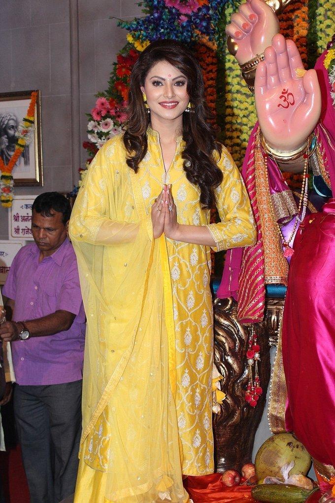 Urvashi Rautela Visit Andheri Cha Raja To Take Blessing Of Bappa