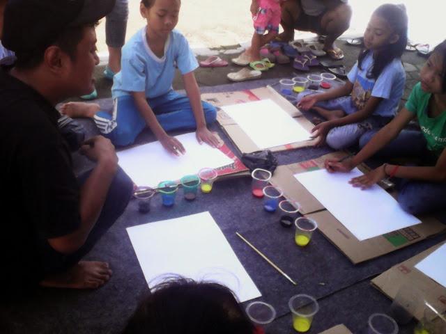 simbah guns imagination bersama anak-anak yang melukis bersama